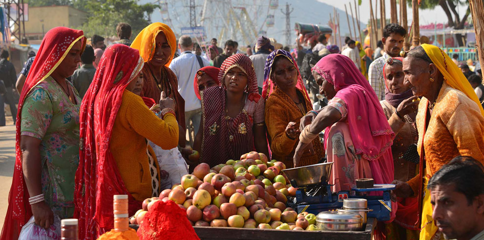 <strong>Pushkar Camel Fair</strong> - Shopping for Apples