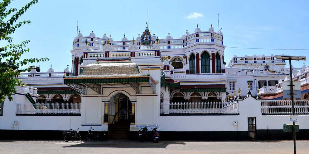<strong>Chettinad  </strong> - The exterior of a Chettinad mansion. In sheer size, these structures are more accurately described as small palaces.