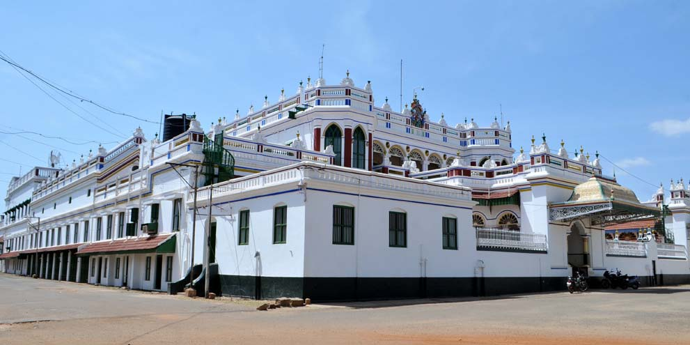 <strong>Chettinad </strong> - A side view of a Chettinad mansion showing the massive size of these structures.