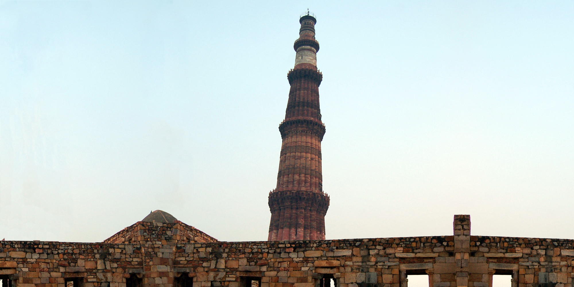 <strong>Qutab Minar - 1, Delhi</strong> - Upper storeys of Qutb Minar, in white marble and sandstone