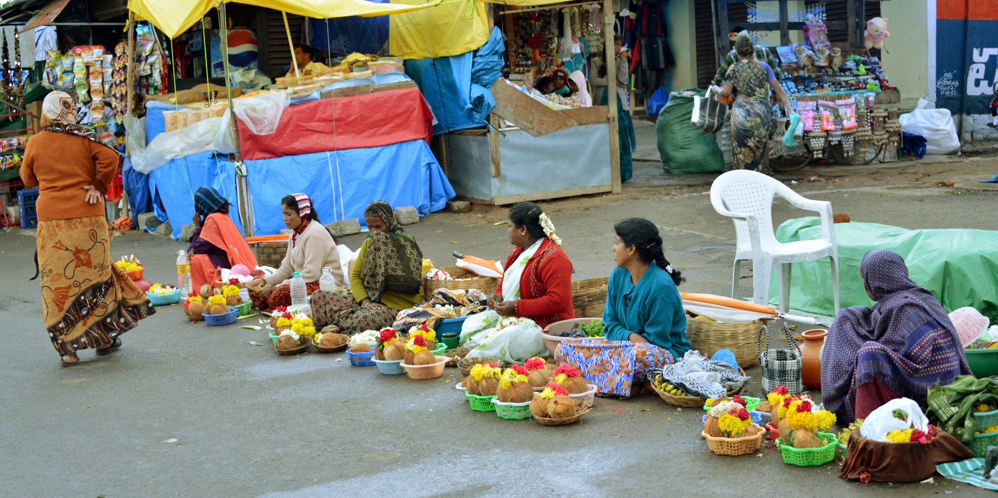 <strong>Flower sellers outside of Chamundeshwari Temple, Mysore</strong> -