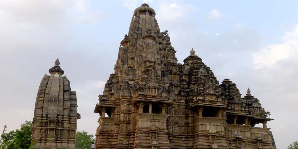 <strong>Khajuraho Temple</strong> - Khajuraho has the largest group of medieval Hindu and Jain temples, famous for their erotic sculptures by chandale kings .