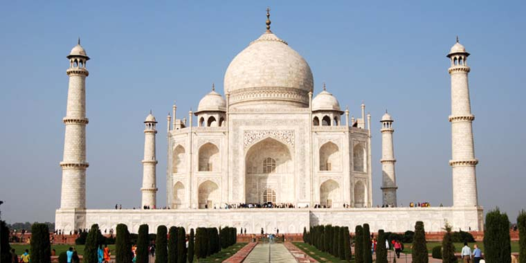 <strong>Agra</strong> - Front View of Taj Mahal