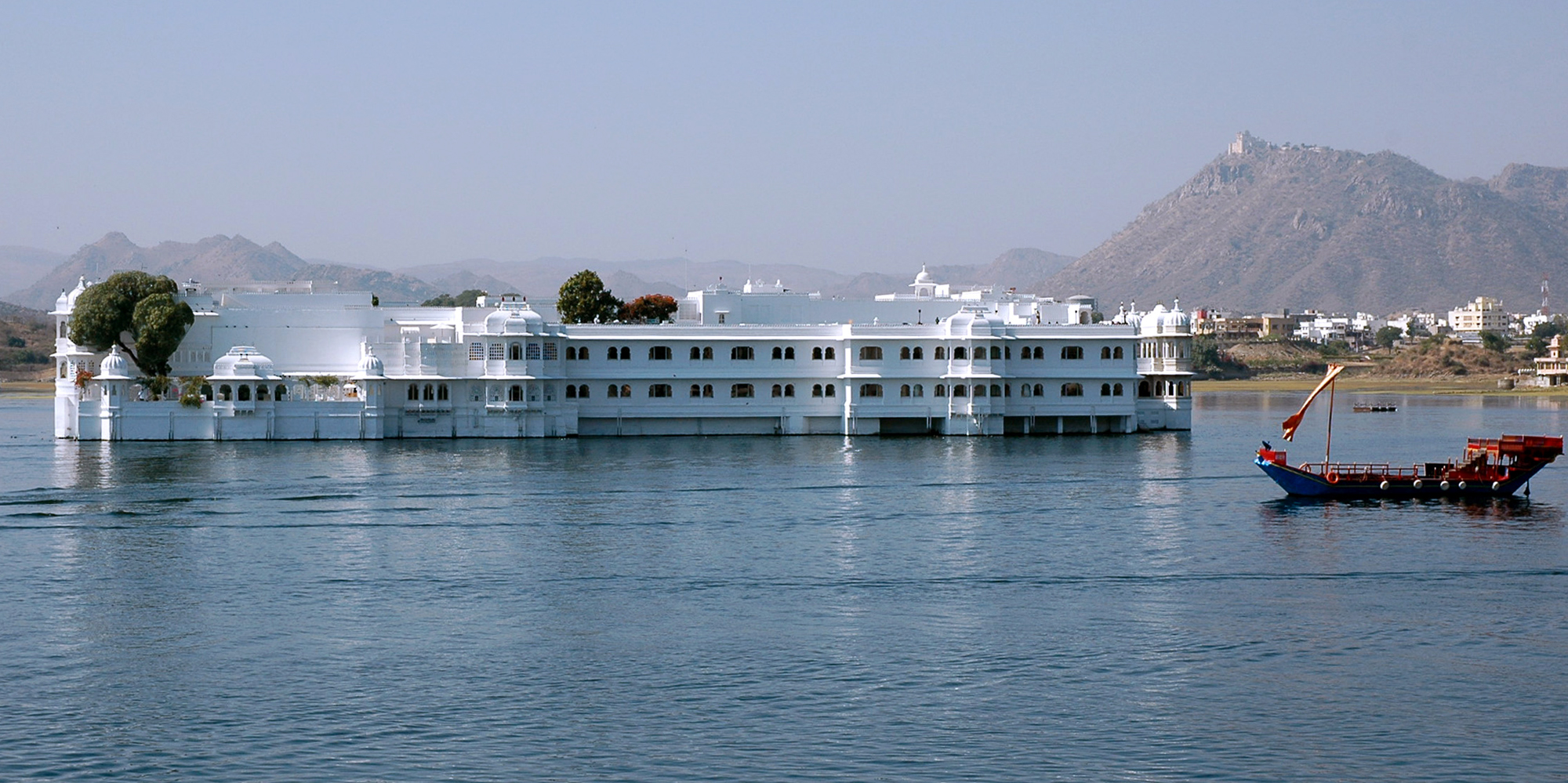 <strong>Lake Palace on Lake Pichola, Udaipur</strong> -
