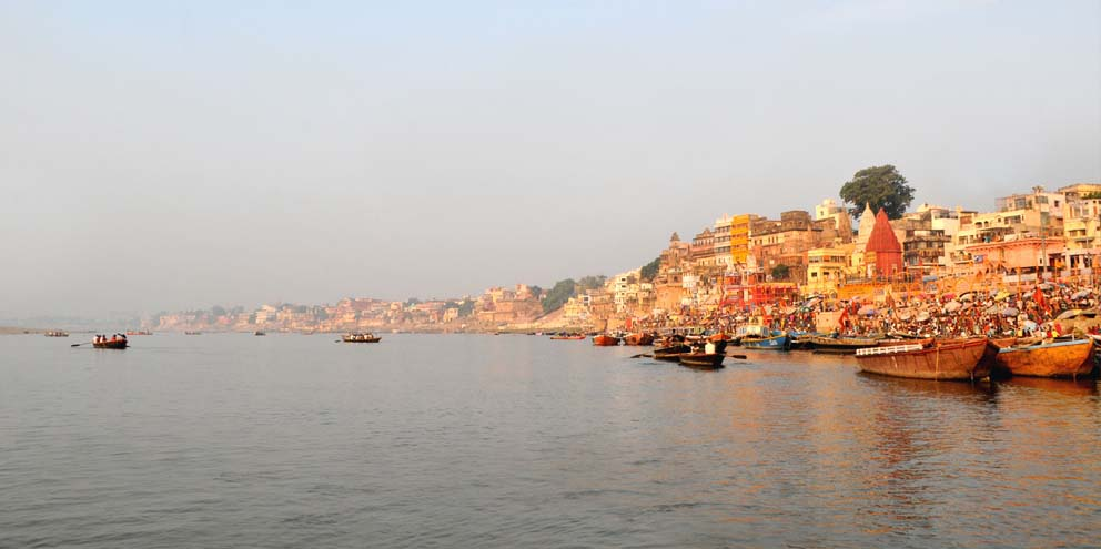 <strong>Varanasi</strong> - The crowd grows during sunrise at one of the more than 80 ghats on the river Ganges here. The Dashashwamedh Ghat is the main and probably oldest ghat located on the Ganges here.