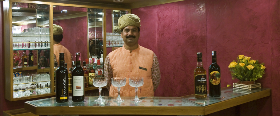Royal Rajasthan on Wheels, Bar & Lounge