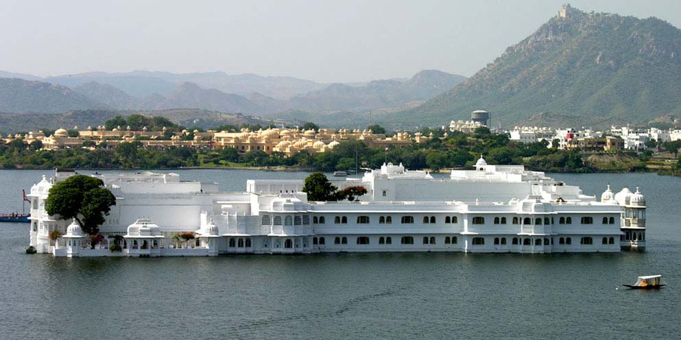 <strong>Lake Palace on Lake Pichola</strong> - Udaipur